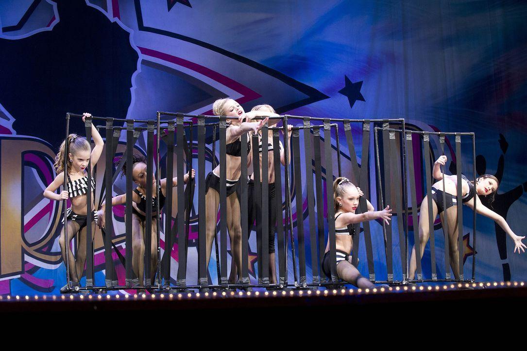 Können die Mädels mit diesem Tanz überzeugen? - Bildquelle: 2012 A+E Networks