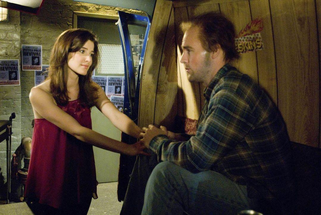 Als plötzlich Simon (James Van der Beek, r.), Robins (Cobie Smulders, l.) Jugendliebe auftaucht, benimmt sich Robin ihm gegenüber wie ein verliebter... - Bildquelle: 20th Century Fox International Television