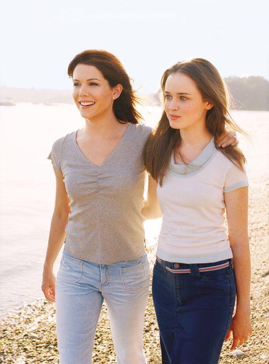 Auch, wenn sich ihre Leben verändern, wissen Lorelai (Lauren Graham, l.) und Rory (Alexis Bledel, r.), dass sie sich auf einander immer verlassen kö... - Bildquelle: 2001 Warner Bros. Entertainment, Inc.