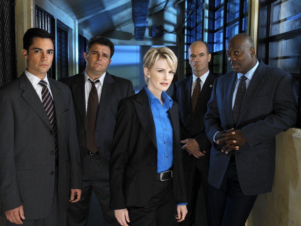 (2. Staffel) - Die Mitarbeiter des Mord-Dezernates von Philadelphia sind ein eingeschworenes Team: Scott (Danny Pino, l.), Nick Vera (Jeremy Ratchfo... - Bildquelle: Warner Bros. Television