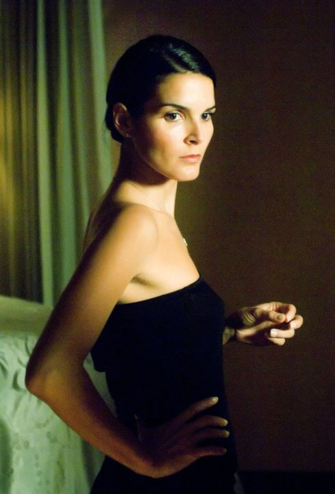 Sie ist ganz anders als alle vermuten: Eve Goode (Angie Harmon) ... - Bildquelle: Sony Pictures Television International. All Rights Reserved.