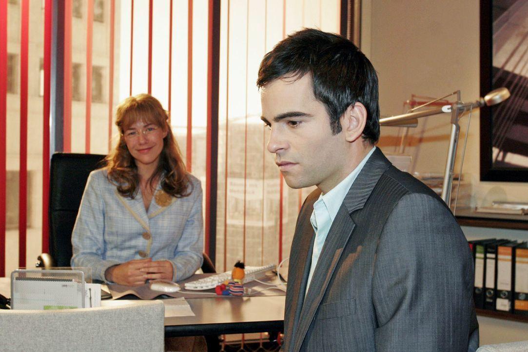 David (Mathis Künzler, r.) reagiert betroffen, als Lisa  (Alexandra Neldel, l.) ihm von ihren Hochzeitsvorbereitungen erzählt. (Dieses Foto von Alex... - Bildquelle: Noreen Flynn SAT.1 / Noreen Flynn