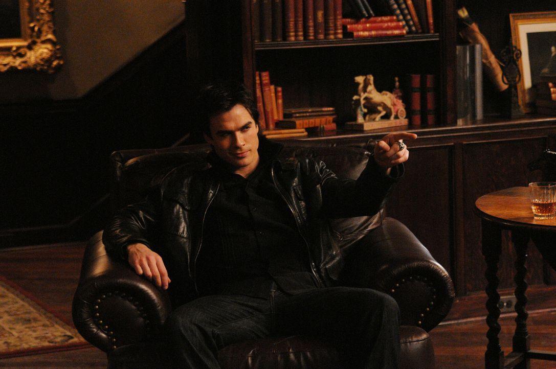Damon (Ian Somerhalder) versucht, sich mit wilden Parties von seiner Enttäuschung, Katherine nicht gefunden zu haben, abzulenken. - Bildquelle: Warner Bros. Television