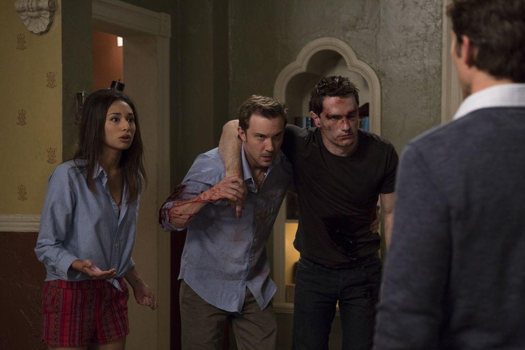 Max (Bobby Campo, r.) ist schockiert als plötzlich Josh (Sam Huntington, 2.v.l.) und Aidan (Sam Witwer, 2.v.r.) auftauchen. Doch wie kann Sally (Mea... - Bildquelle: Phillipe Bosse 2013 B.H. 2 Productions (Muse) Inc. ALL RIGHTS RESERVED.