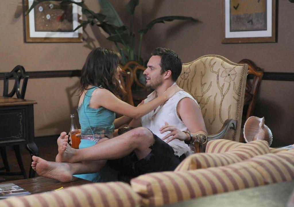 Nick (Jake Johnson, r.) und Jess (Zooey Deschanel, l.) wollen sich für ein romantisches Abenteuer nach Mexiko absetzen, doch ihr Trip entwickelt sic... - Bildquelle: TM &   2013 Fox and its related entities. All rights reserved.