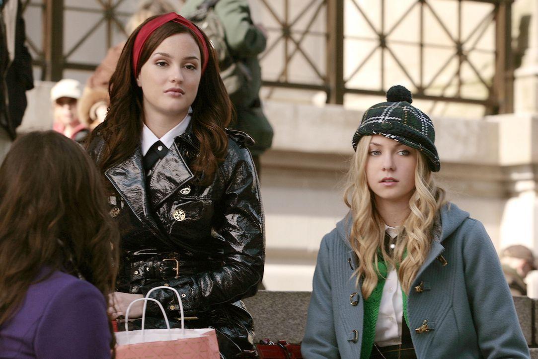 Noch schaut Jenny (Taylor Momsen, r.) zu Blair (Leighton Meester, l.) auf. Doch es dauert nicht lange und ihr Verhältnis ändert sich schlagartig ... - Bildquelle: Warner Brothers
