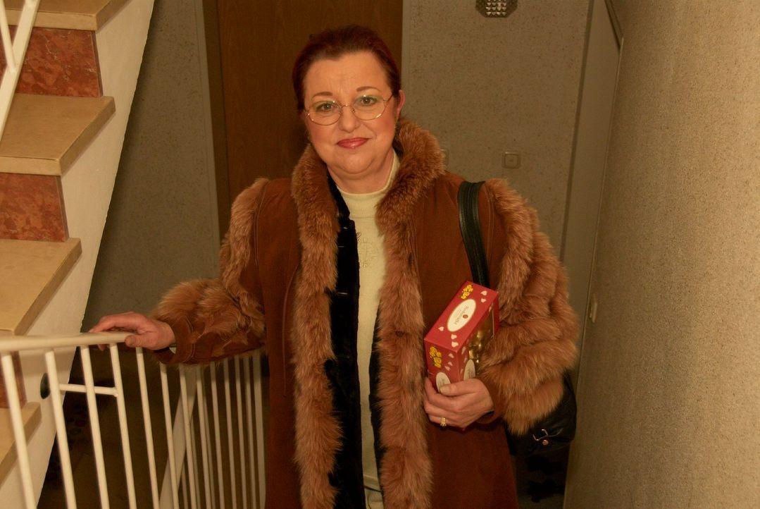 Anna Maria sucht ein Outfit für ein Rockkonzert und ist gespannt auf die Vorschläge der anderen Kandidaten. - Bildquelle: Walter Wehner Sat.1
