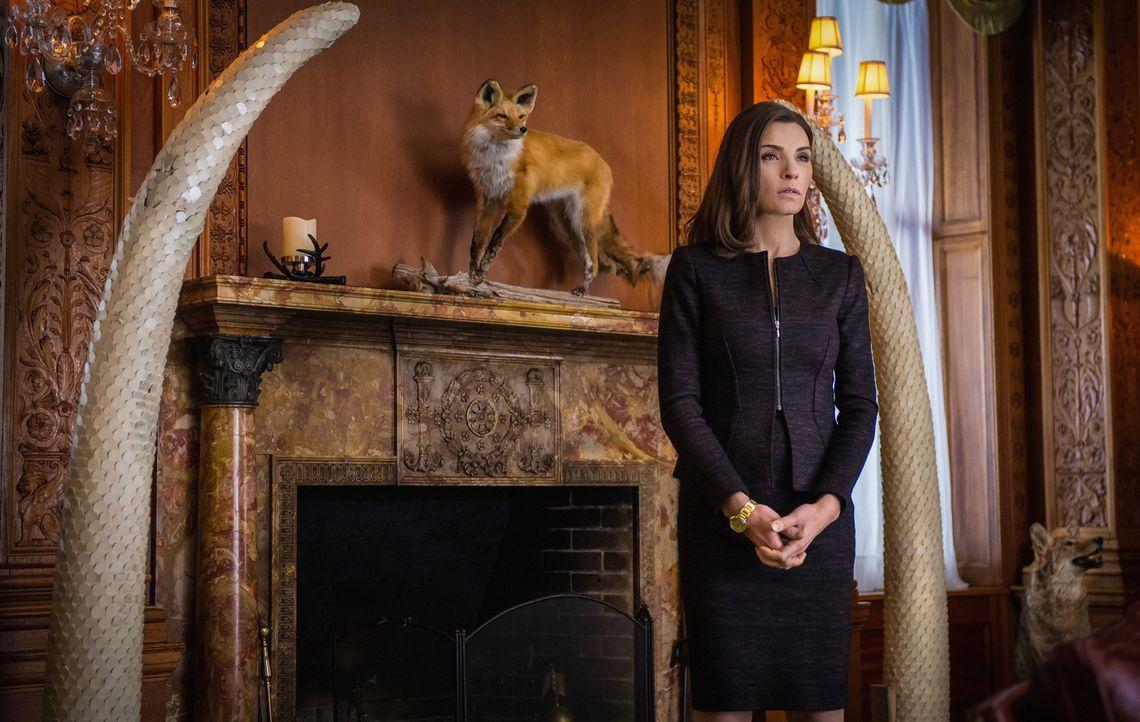 Für Alicia (Julianna Margulies) stellt sich die Frage, was sie bereit ist zu tun, um den Posten des Bezirksstaatsanwaltes zu ergattern ... - Bildquelle: Jeff Neumann 2014 CBS Broadcasting Inc. All Rights Reserved.