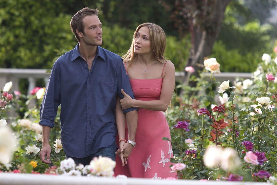 Die Freundschaft mit ihren Nachbarn reicht ihr als Familie - die feste Beziehung zu einem Mann würde Charlie (Jennifer Lopez, r.) nur einengen. Doch... - Bildquelle: Warner Bros. Pictures