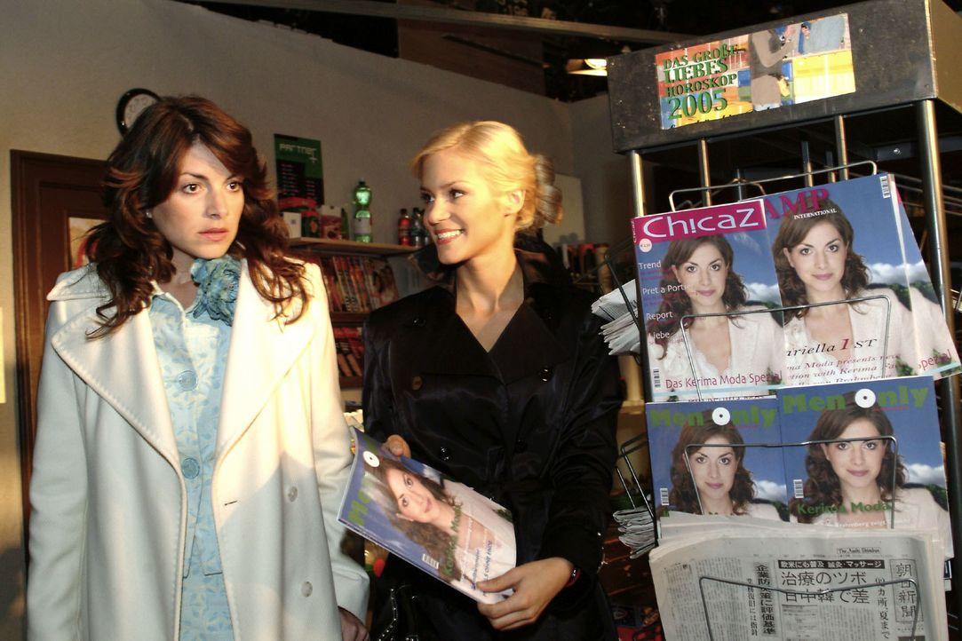 Mariella (Bianca Hein, l.) ist vom Anblick ihrer Bilder, die Sabrina (Nina-Friederike Gnädig, r.) ihr am Zeitschriftenständer präsentiert, überrumpe... - Bildquelle: Noreen Flynn SAT.1 / Noreen Flynn