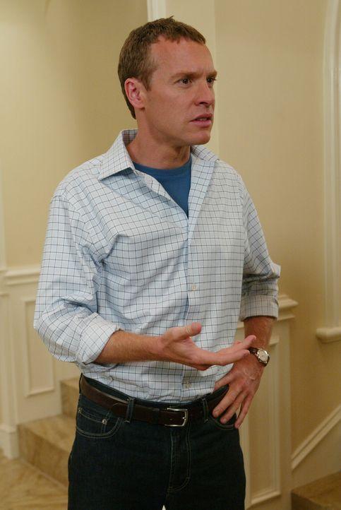 Anfangs war Jimmy (Tate Donovan) noch ziemlich entsetzt über den Plan von Sandy und Kirsten, doch mittlerweile findet er Freude daran ... - Bildquelle: Warner Bros. Television
