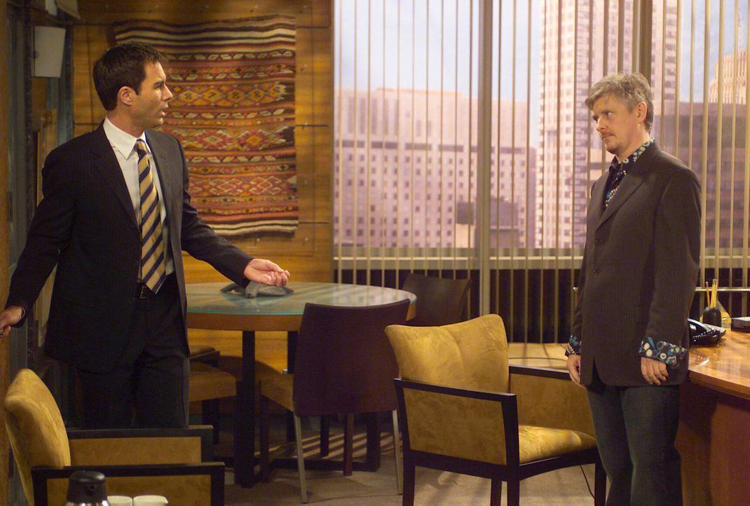 Erstaunt nimmt Will (Eric McCormack, l.) zur Kenntnis, dass Stuart (Dave Foley, r.) bereits nach einem einzigen Date mit Jack eine gemeinsame Zukunf... - Bildquelle: Chris Haston NBC Enterprises International