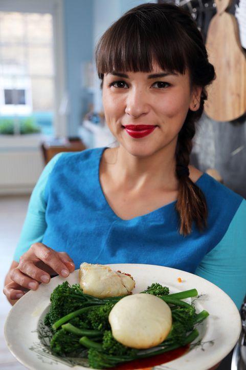 Rachel Khoo kann auch aus wenigen Produkten wahre Leckerbissen zaubern ... - Bildquelle: Richard Hill BBC 2013