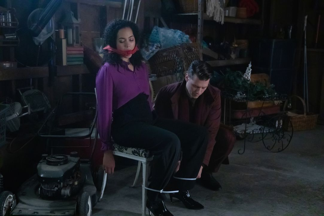 Macy Vaughn (Madeleine Mantock, l.); Hunter (Constantine Rousouli, r.) - Bildquelle: Jack Rowand 2018 The CW Network, LLC. All Rights Reserved / Jack Rowand