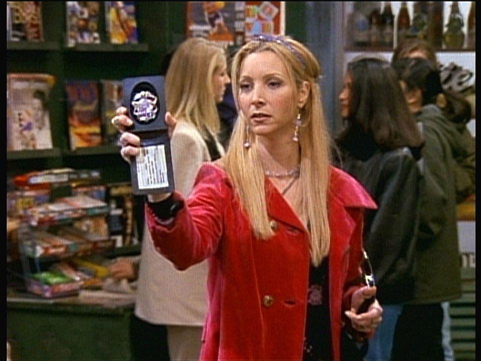 Mit der Dienstmarke eines Polizisten bewaffnet, macht sich Phoebe (Lisa Kudrow) auf Verbrecherjagd ... - Bildquelle: TM+  2000 WARNER BROS.