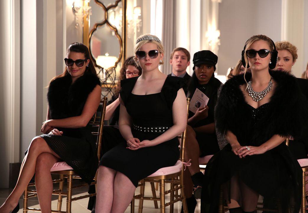 Halten eine Gedenkfeier für Chanel #2 ab: Hester (Lea Michele, l.), Chanel #5 (Abigail Breslin, 2.v.l.), Zayday (Keke Palmer, 2.v.r.) und Chanel #3... - Bildquelle: 2015 Fox and its related entities.  All rights reserved.