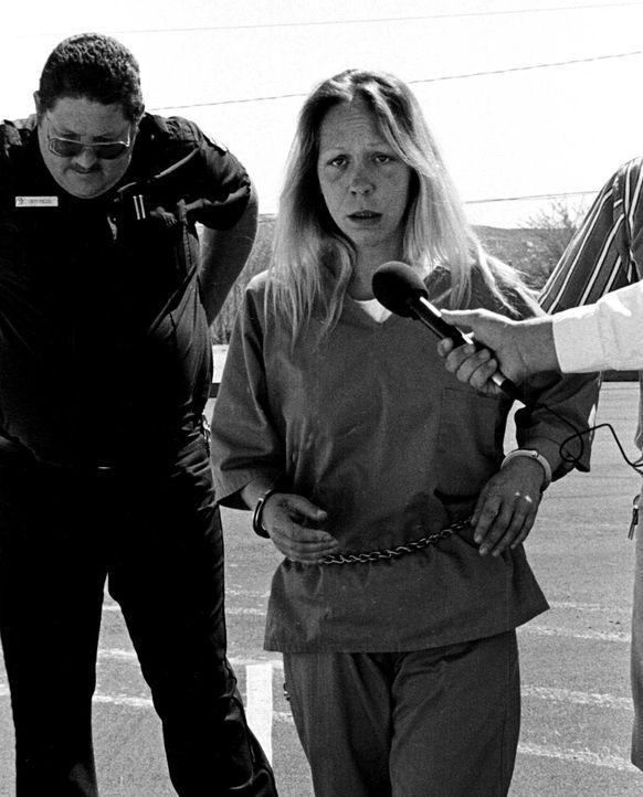Zusammen mit ihrem Freund kidnappt und foltert Cindy Hendy (r.) mehre Frauen. Anschließend werden die Opfer zum Sex gezwungen. 1999 gelingt einer Fr... - Bildquelle: Betsy Philips Truth or Consequences Herald