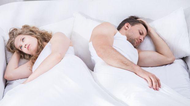 Frust im Bett: Paar schweigt sich an