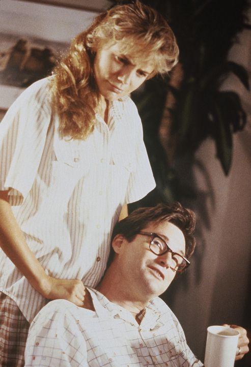 Auch nach 10 Ehejahren mit Peter (Bill Pullman, r.) träumt Kathy (Harley Jane Kozak, l.) immer noch von ihrer Jugendliebe Tom. Da beschließt sie,... - Bildquelle: Orion Pictures Corporation