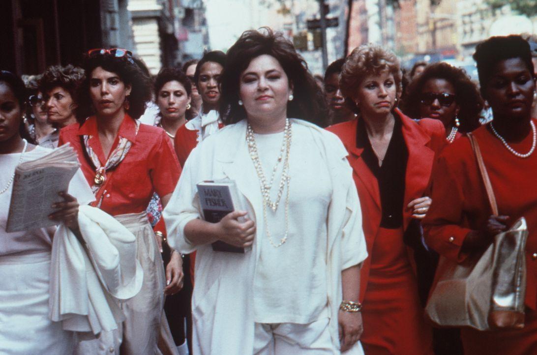 Alles läuft nach Plan: Ruth (Roseanne Barr, M.) kann mit ihrer Rache ausgesprochen zufrieden sein. - Bildquelle: 20th Century Fox