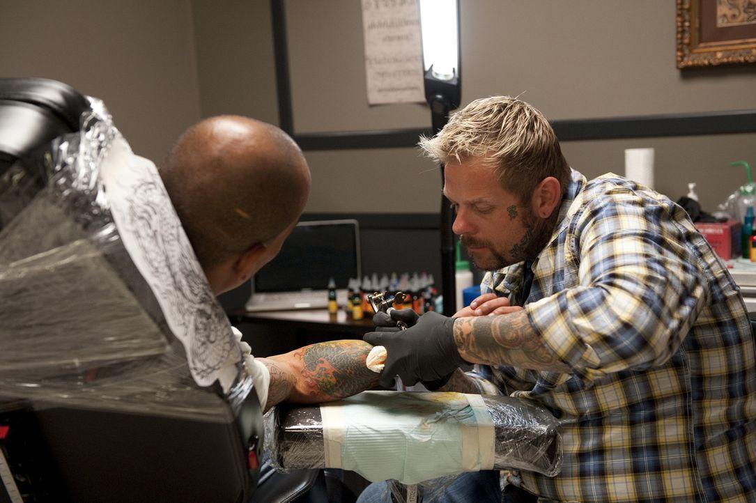 Trifft Big Daddy wirklich die richtigen Farben oder wird das alte Tattoo bei seinem Cover-Up noch durchscheinen? - Bildquelle: Spike TV