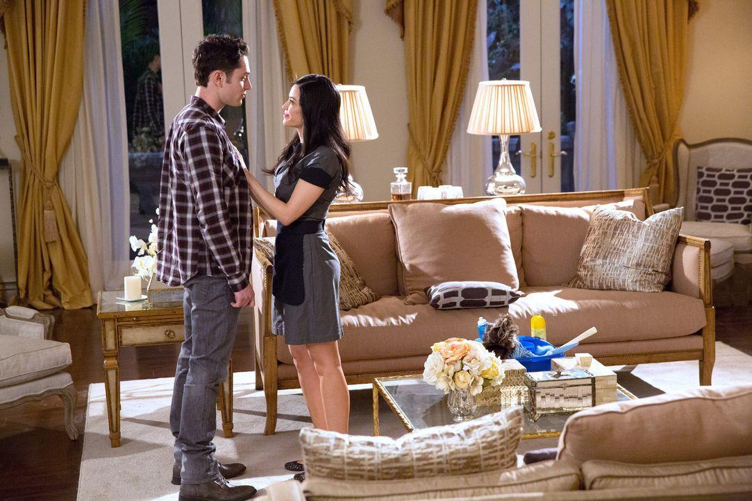 Hat die Beziehung zwischen Ethan (Colin Woodell, l.) und Valentina (Edy Ganem, r.) noch ein Chance, nachdem Rami wieder in LA ist? - Bildquelle: 2014 ABC Studios