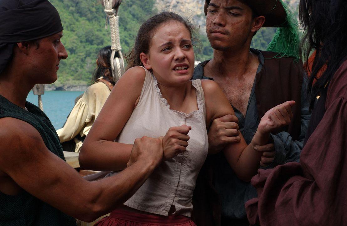 Als Helen (Danielle Calvert, M.) leichtsinnigerweise einen Abendspaziergang macht, fällt sie den brutalen Schergen des Piratenkapitäns in die Hän... - Bildquelle: 2006 RHI Entertainment Distribution, LLC