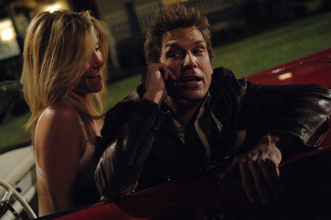 Als bei den Singlefrauen (Chelan Simmons, l.) das Gerücht umgeht, dass der attraktive Zahnarzt Charlie (Dane Cook, r.) ein Glücksbringer ist, kann... - Bildquelle: 2007 Lions Gate Films, Inc. All Rights Reserved.