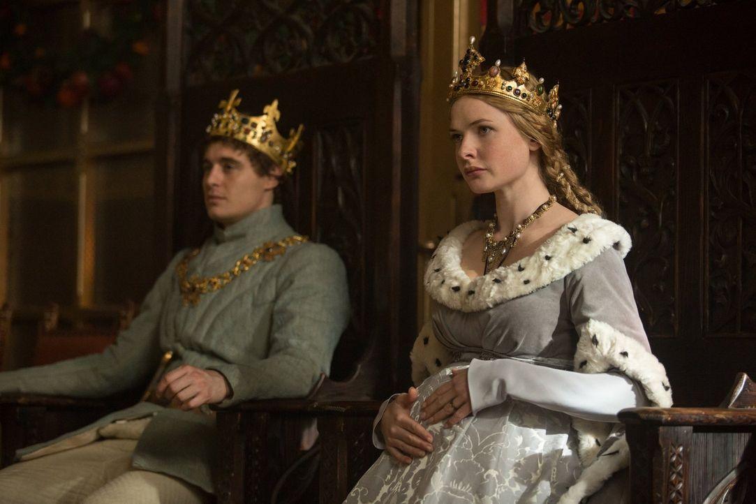 Die Ehe zwischen Edward (Max Irons, l.) und Elizabeth (Rebecca Ferguson, r.) wird sehr belastet, was der Öffentlichkeit jedoch verborgen bleiben so... - Bildquelle: 2013 Starz Entertainment LLC, All rights reserved