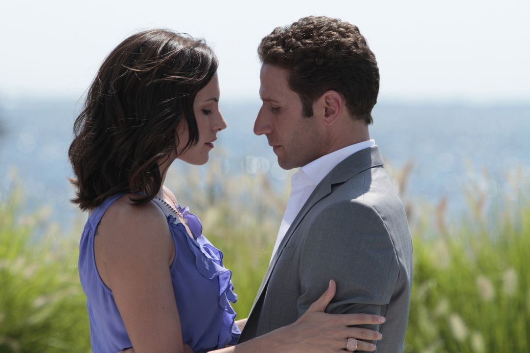 Hat die Liebe von Jill (Jill Flint, l.) und Hank (Mark Feuerstein, r.) noch eine Chance? - Bildquelle: Giovanni Rufino 2011 Open 4 Business Productions, LLC. All Rights Reserved.