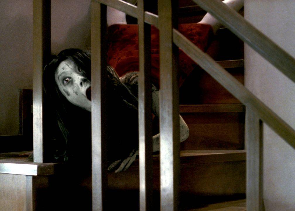 Kayakos Geist (Takako Fuji) kommt einfach nicht zur Ruhe. Jeder, der das Haus betritt, wird ihre bittere Rache zu spüren bekommen ... - Bildquelle: Constantin Film