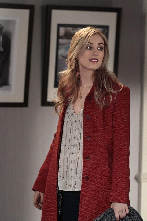 """Serena beschließt, Lola (Ella Rae Peck) zum nächsten """"It-Girl"""" an der Upper East Side zu machen und schleust sie deshalb als Model in eine Show ein... - Bildquelle: Warner Bros. Television"""