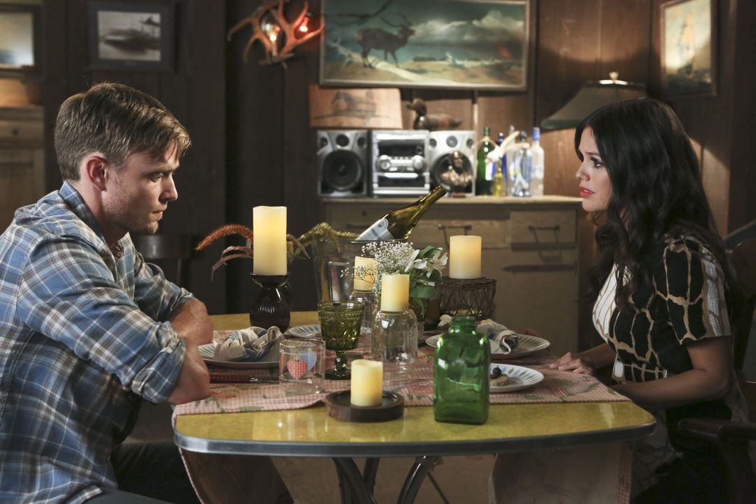 Hart of Dixie: Zoe und Wade quatschen - Bildquelle: Warner Bros. Entertainment Inc.