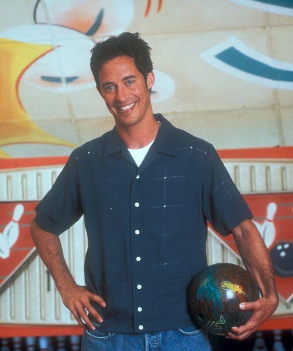 (2. Staffel) - Der renommierte Anwalt Ed Stevens (Tom Cavanagh) bietet auf einer Bowlingbahn juristische Beratung für jeden zahlenden Bowlingspieler... - Bildquelle: TM &   Paramount