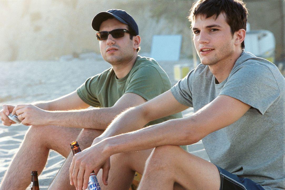 Die beiden Brüder Oliver (Ashton Kutcher, r.) und Graham Martin (Ty Giordano, l.) führen ein eher geregeltes Leben. Eines Tages jedoch lernt Olive... - Bildquelle: Ben Glass & Demmie Todd Touchstone Pictures. All rights reserved