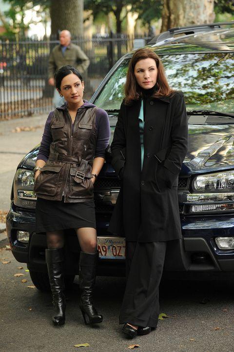 Gemeinsam arbeiten sie an einem neuen Fall: Alicia (Julianna Margulies, r.) und Kalinda (Archie Panjabi, l.) ... - Bildquelle: CBS Studios Inc. All Rights Reserved.