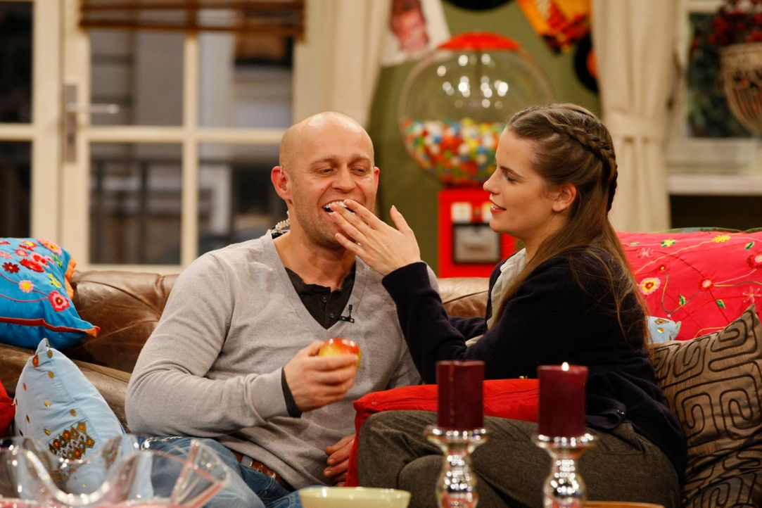 Letzte Woche hat Jürgen Maddins neue Freundin Judith kennengelernt. Sie ist Zahnärztin und beim Anblick von Jürgens Gebiss hat sie ihm direkt eine K... - Bildquelle: Guido Engels SAT.1