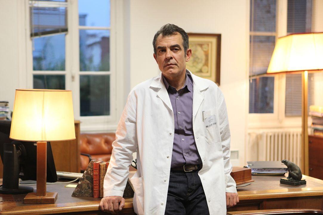 Gibt es eine Verbindung zwischen dem Opfer und Dr. Capel (Stefan Godin)? - Bildquelle: Xavier Cantat 2011 BEAUBOURG AUDIOVISUEL