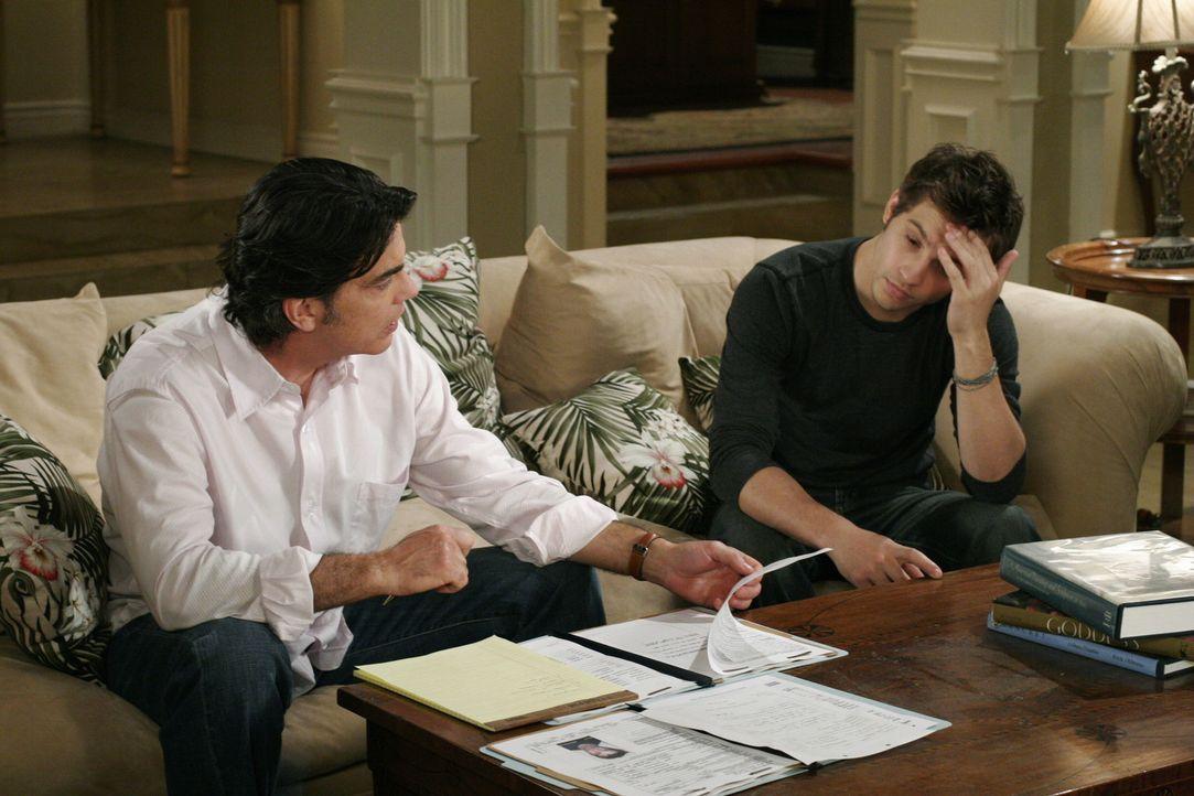 Trey (Logan Marshall-Green, r.) wurde vorerst aus dem Gefängnis entlassen und teilt Sandy (Peter Gallagher, l.) mit, dass er nur versucht hat, Mari... - Bildquelle: Warner Bros. Television