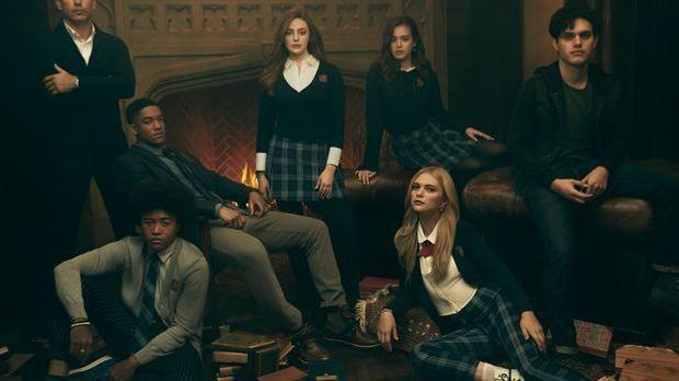 Auf dem Bild sieht man den Cast von Legacies.