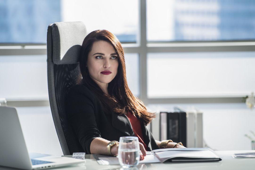 Gut oder böse? Lena Luthor (Katie McGrath) ... - Bildquelle: 2016 Warner Bros. Entertainment, Inc.