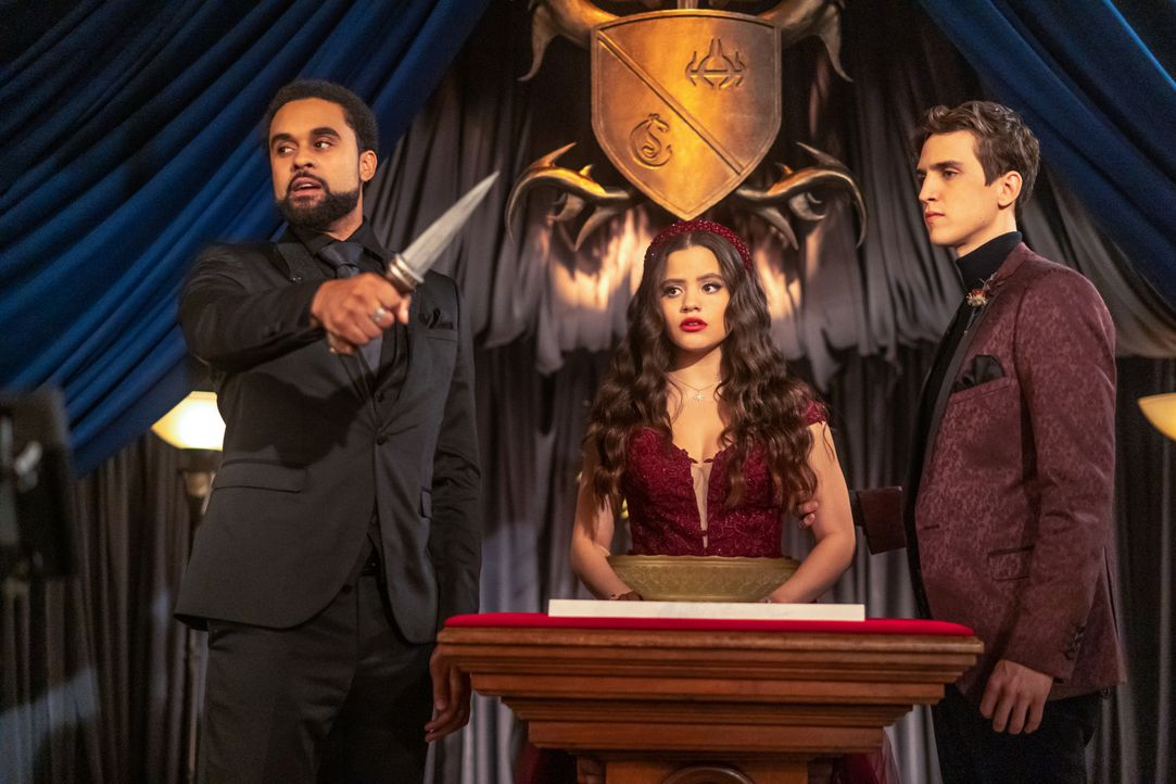 (v.l.n.r.) Godric (Nathan Witte); Maggie Vera (Sarah Jeffery); Parker (Nick Hargrove) - Bildquelle: Colin Bentley 2019 The CW Network, LLC. All Rights Reserved. / Colin Bentley