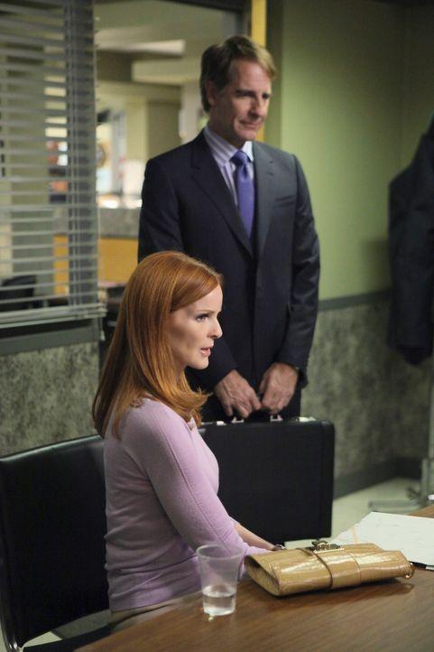 Als Bree (Marcia Cross, l.) zur Hauptverdächtigen im Mord an Gabys Stiefvater wird, heuert sie den bekannten Anwalt Trip Weston (Scott Bakula, r.) a... - Bildquelle: ABC Studios