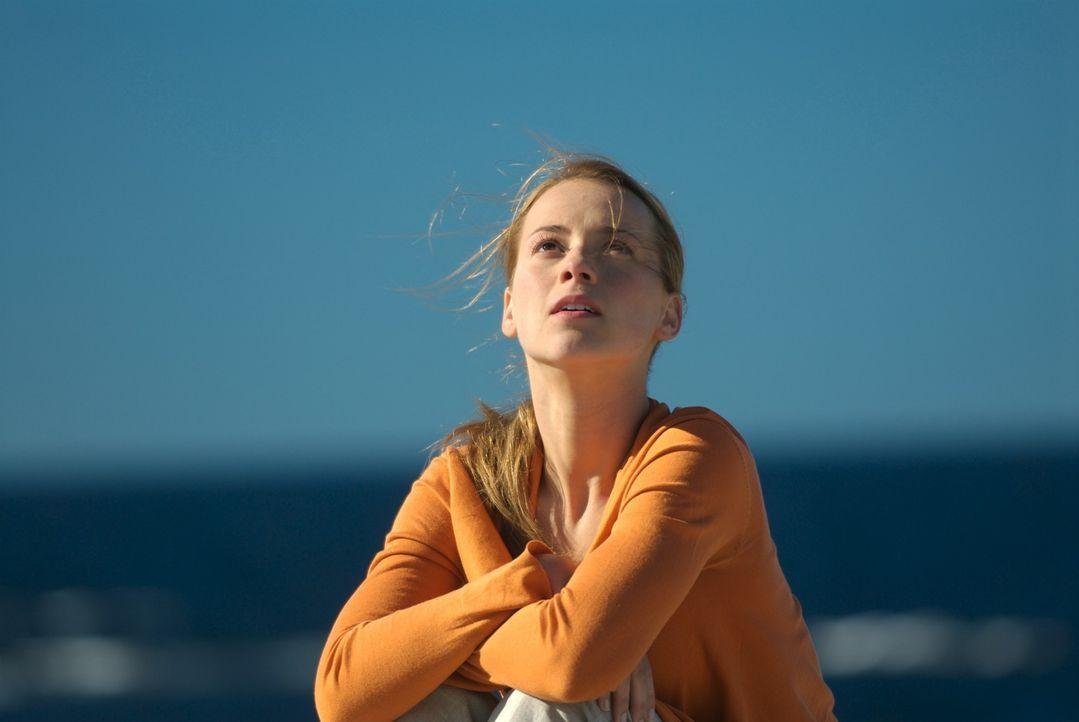Sophie Marleau (Karine Vanasse) ist sehr skeptisch in Bezug auf John McAdams: Wieviel weiß John wirklich über die Katastrophe? Oder besser gesagt:... - Bildquelle: 2006 RHI Entertainment Distribution, LLC