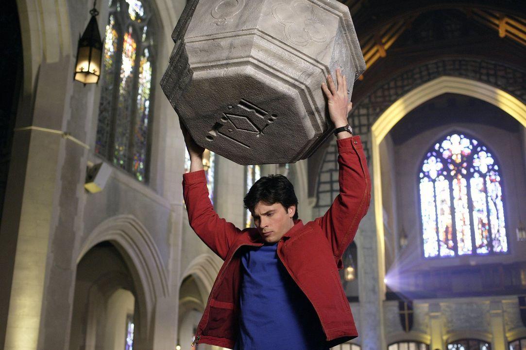 Mit Chloes Hilfe schafft es Clark (Tom Welling) zu entkommen, doch wie geht es mit Teague und dem Reisenden weiter? - Bildquelle: Warner Bros.