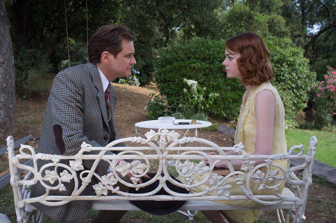 Wird es Sophie (Emma Stone, r.) gelingen, den sonst so engstirnigen Stanley (Colin Firth, l.) davon zu überzeugen, dass sie ein wirkliches Medium is... - Bildquelle: Warner Bros.