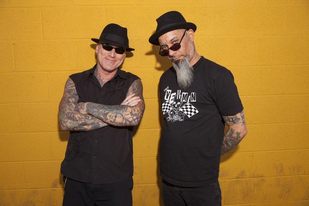 Dirk (l.) und Ruckus (r.) sind in Las Vegas unterwegs, um die ultimativ schlechtesten Tattoos aufzuspüren und in Kunstwerke zu verwandeln ... - Bildquelle: Richard Knapp 2014 A+E Networks, LLC