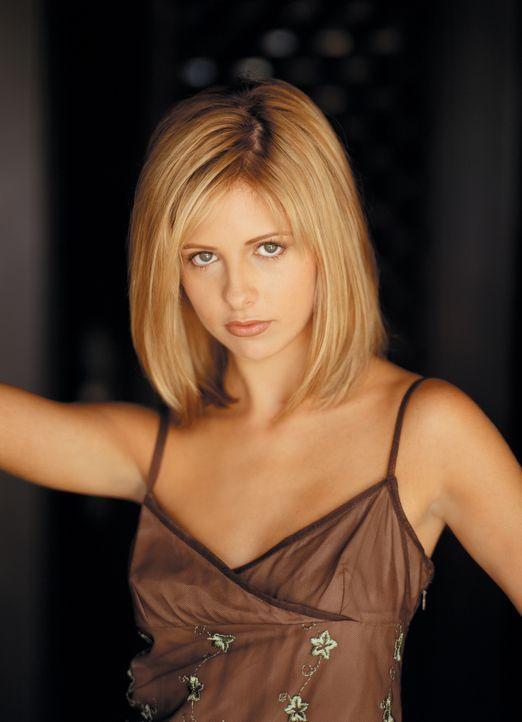 (2.Staffel) - Sie ist die Jägerin. Sie ist außergewöhnlich stark, ihre Sinne besonders scharf und sie hat manchmal prophetische Träume: Buffy (Sarah... - Bildquelle: (1998) Twentieth Century Fox Film Corporation.