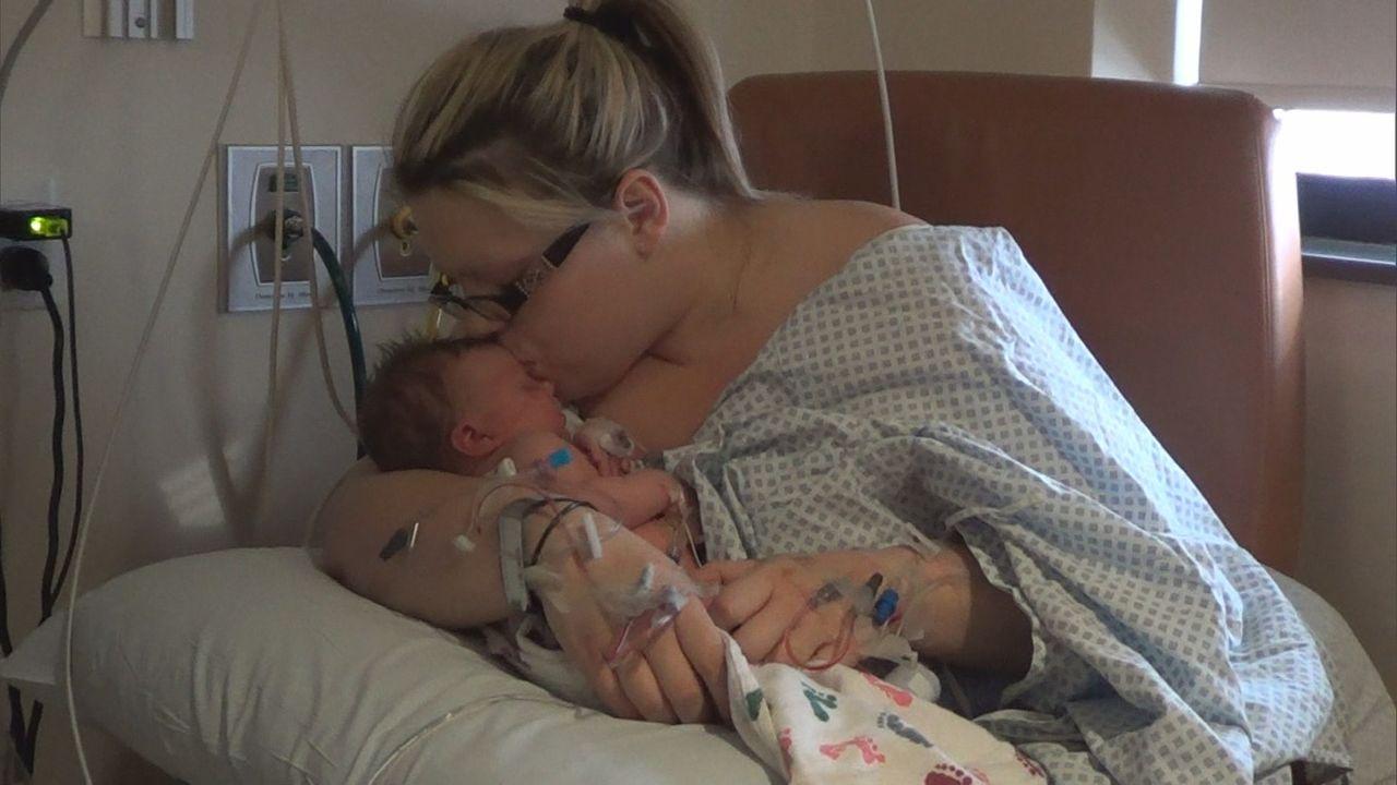 Das Baby ist da, doch Tiffany Rose wird es nicht mit nach Hause nehmen. Der Grund: Ihr neuer Freund möchte nicht noch ein Kind im Haus haben und des... - Bildquelle: Universal Pictures