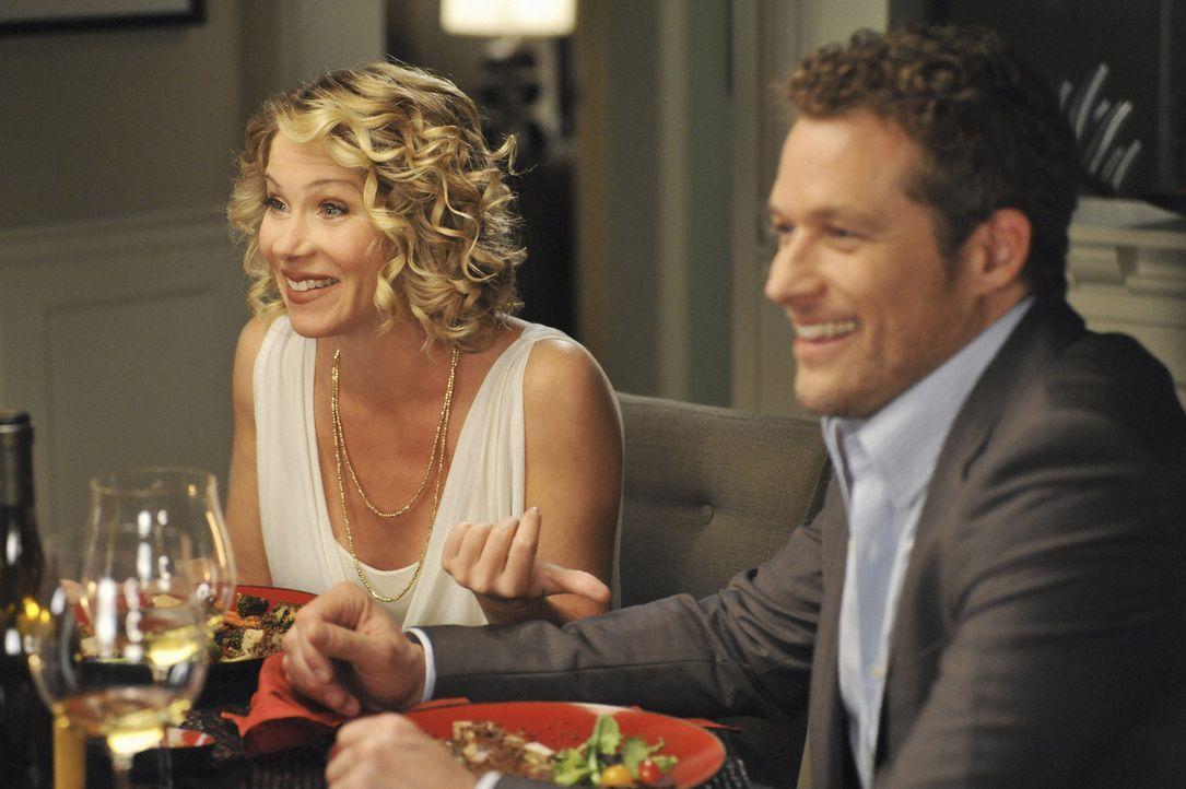 Samantha (Christina Applegate, l.) hat ihrem Freund Owen (James Tupper, r.) immer noch nicht gesagt, dass ihr Ex-Freund Todd in ihrer Wohnung wohnt.... - Bildquelle: 2008 American Broadcasting Companies, Inc. All rights reserved.
